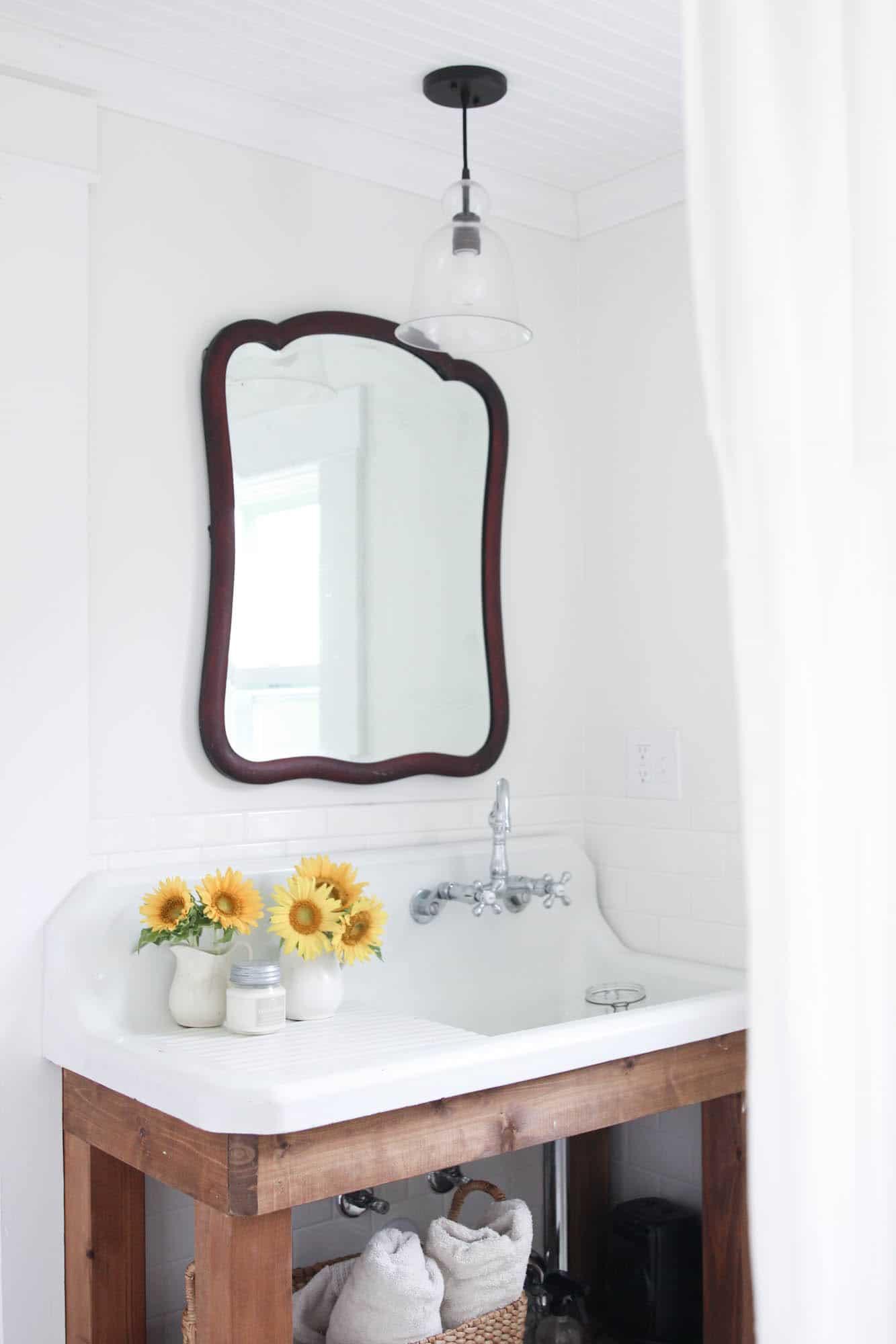 summer white farmhouse bathroom