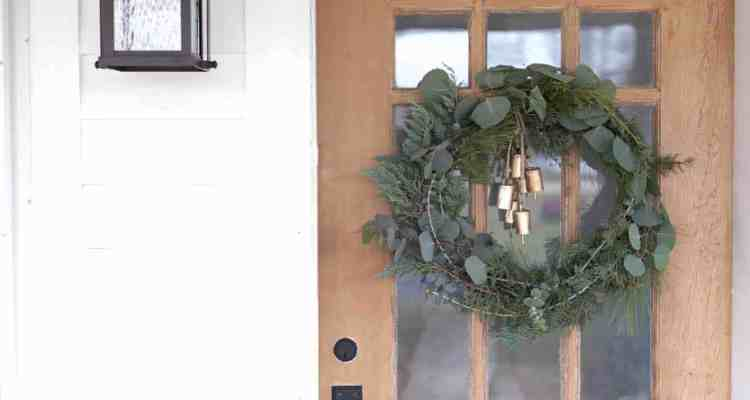 DIY Wreath for Christmas- How to Make a Fresh Christmas Wreath