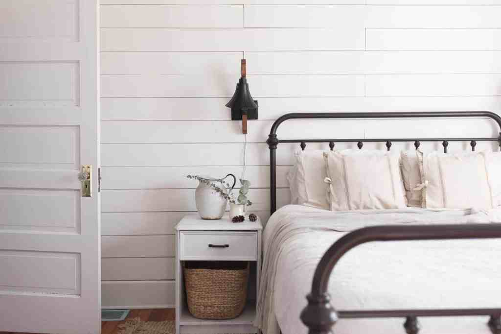 natural winter farmhouse bedroom decor