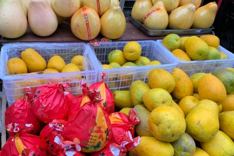 Pomelo Chinese grapefruit displayed at a Chinese farm market