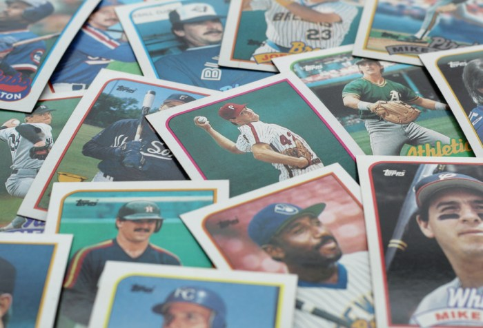 Assorted vintage baseball cards