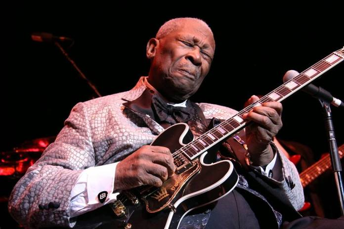B.B. King, capaz de deixar uma música subliminar no ar quando tocava a guitarra - Foto: Facebook 4/10/2014