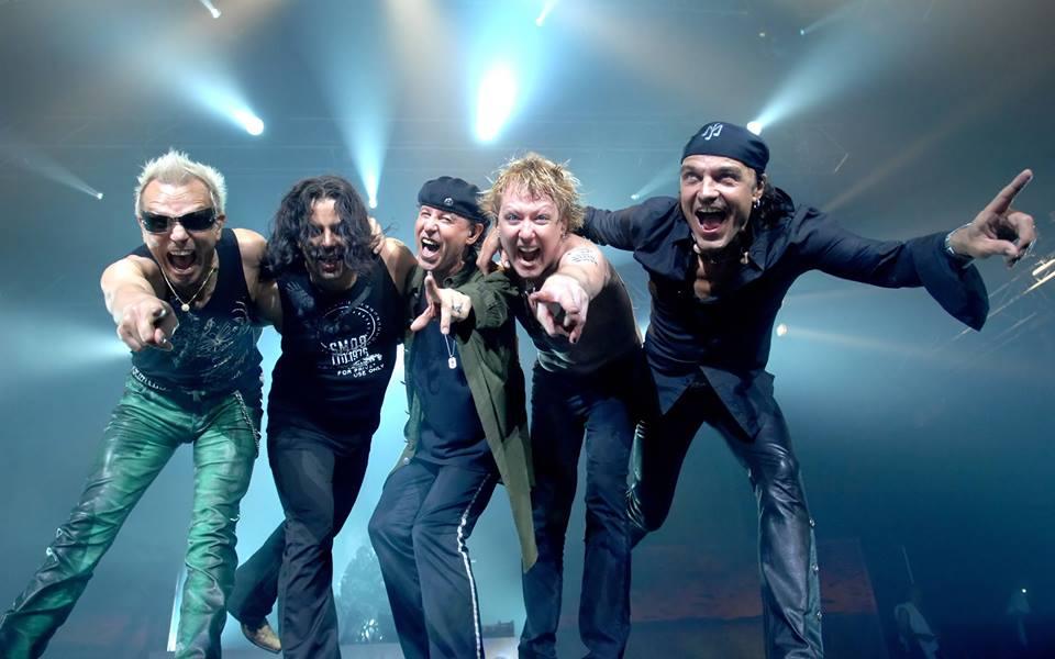 O guitarrista Rudolf Schenker (à esq.) com o resto da banda - Reprodução Facebook