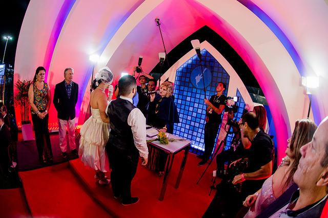Capela foi montada para realizar casamentos dos casais roqueiros - Foto Magalhães - I Hate Flash