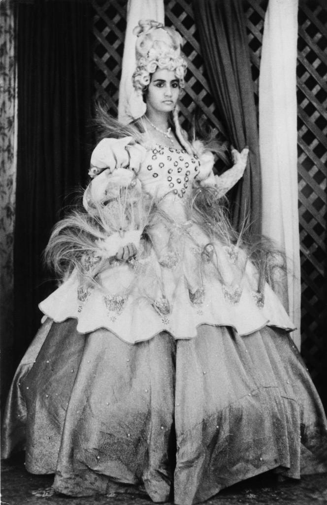 Pioneira das fantasias na avenida, a imperial Olegária dos Anjos se veste de rainha para desfilar - doação de coleção familiar/acervo Rachel Valença