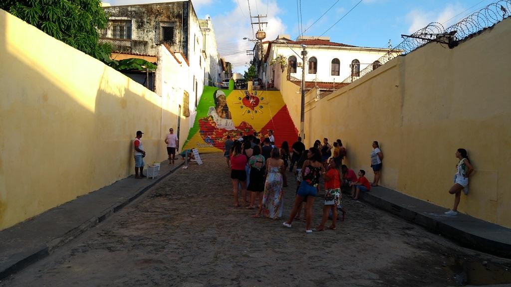 Fim de tarde no Beco do Silva. Escadaria tornou-se novo cartão postal de São Luís após intervenção do artista Gil Leros. Foto: Zema Ribeiro