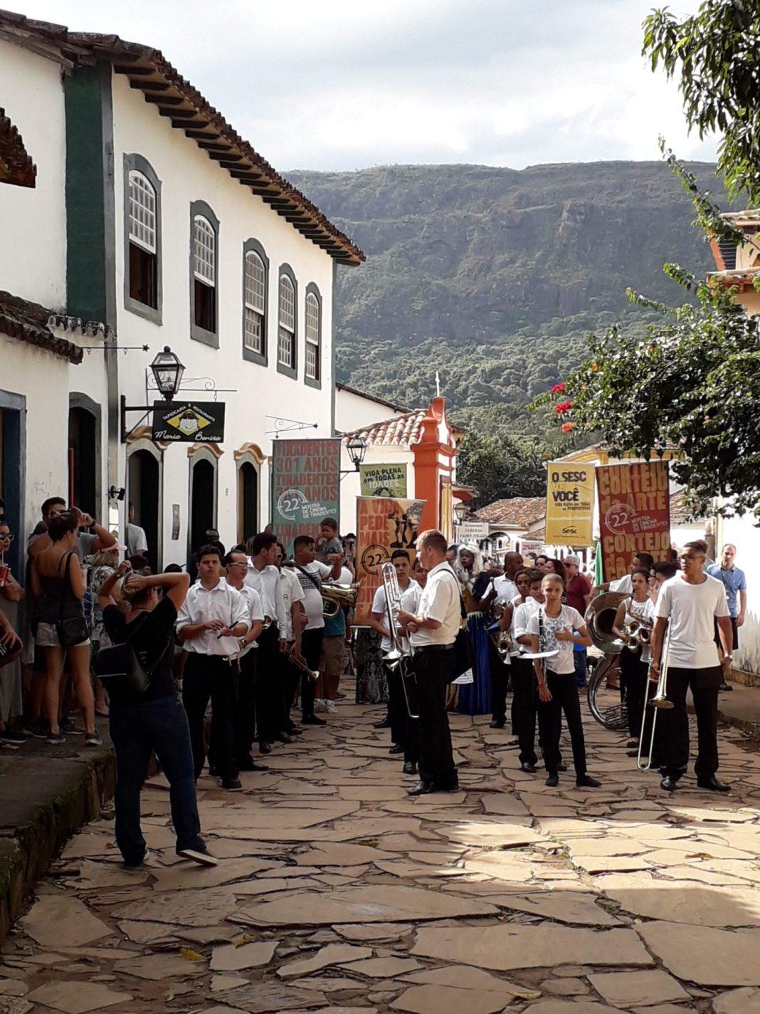 Aprós pressão da classe artística, Congresso e Justiça prometem derrubar resolução de Bolsonaro que exclui do MEI artistas de todo o País.