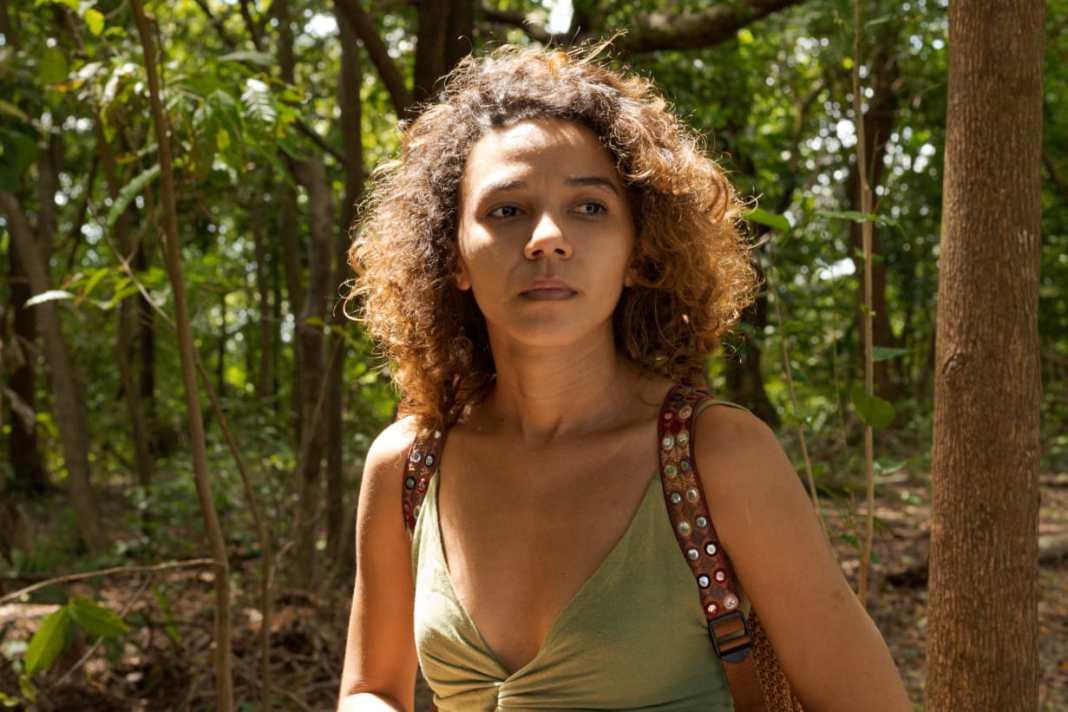 A cantora e compositora Regiane Araújo. Foto: Emanuelle Rebêlo