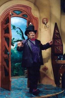 Personagem interpretado por Sérgio Mamberti, Dr. Victor Castelo Ra-Tim-Bum