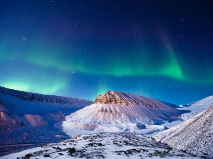 Aurora on Svalbard (photography.nationalgeographic.com)