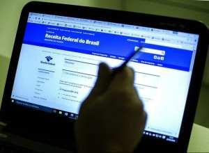 Para saber se teve a declaração liberada, o contribuinte deverá acessar a página da Receita na Internet ou ligar para o Receitafone 146