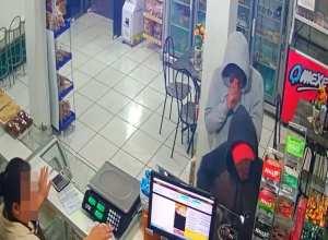 Criminosos anunciam assalto em padaria, mas não levam nada