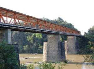 Ponte do Salto passa por limpeza neste fim de semana (Marcelo Martins - PMB)