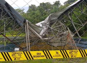 Ginásio da escola Profª Hella Altenburg foi destruído na tempestade (Secom)