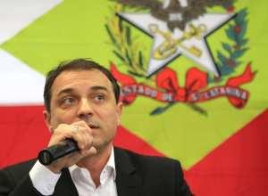Governador Carlos Moisés em coletiva de imprensa - foto: Julio Cavalheiro