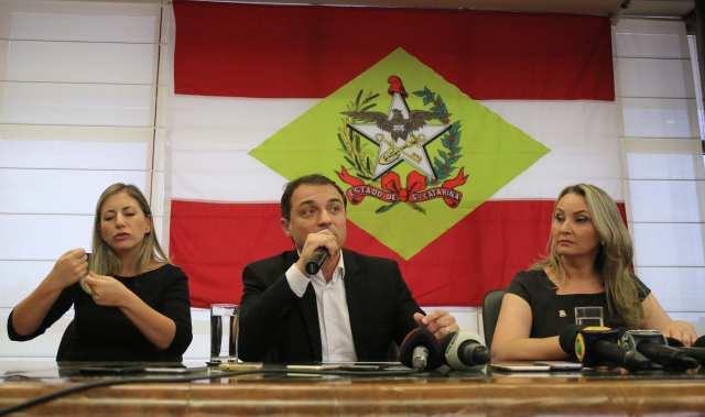 Governador Carlos Moisés da Silva anuncia em coletiva de imprensa, as primeiras medidas de contenção de gastos do seu governo. Florianópolis (Julio Cavalheiro/SECOM)