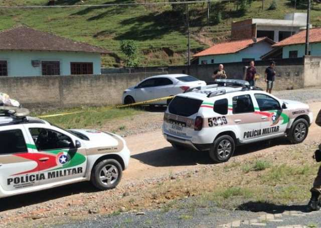 Segundo veículo utilizado na fuga interceptado - foto PMSC