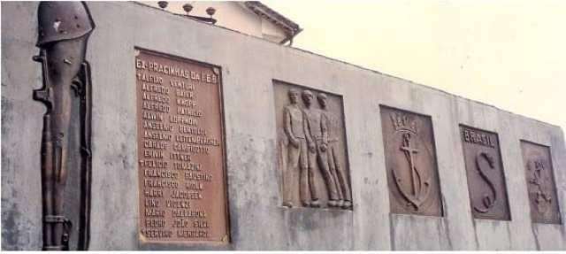 MEMORIAL DOS EXPEDICIONÁRIOS - TIMBÓ/SC: Ítalos e teuto-brasileiros residentes em Rio dos Cedros, Timbó, Pomerode e região, atendendo a convocação do Exército Brasileiro a fim de defender a Pátria no combate ao regime nazi-fascista, embarcaram para a guerra em 22 de setembro de 1944 - foto da Prefeitura Municipal de Timbó