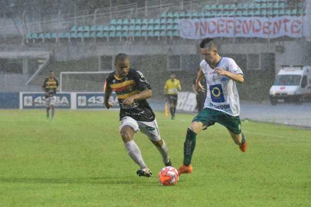 Metropolitano em jogo com o Brusque - foto de Sidnei Batista