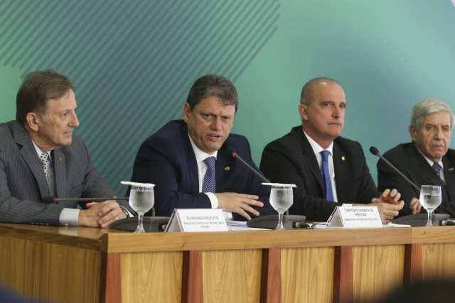 Ministro Tarcísio Freitas anunciou medidas para atender o setor de transporte de cargas do país - foto de - Antonio Cruz/Agência Brasil