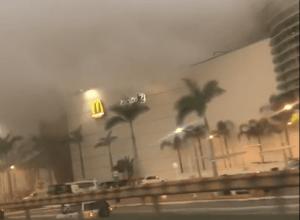 Grande quantidade de fumaça saindo do Shopping Park Europeu - imagem das redes sociais