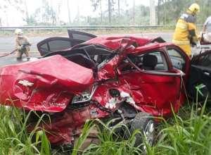 Veículo Chevrolet Prisma foi destruído em colisão - foto dos BVI