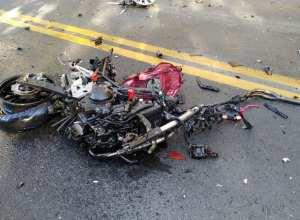 Motocicleta envolvida em acidente na BR-470 em Lontras - foto da PRF