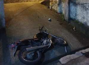 Motocicleta de vítima em acidente envolvendo embriagado na Escola Agrícola - foto da Guarda de Trânsito