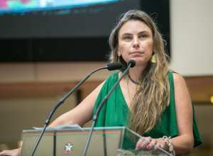 Deputada Paulinha (PDT) durante pronunciament - foto de Rodolfo Espínola