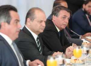 Presidente da República, Jair Bolsonaro, durante reunião com ministros e políticos - foto de Marcos Corrêa/PR