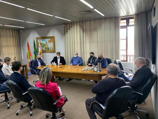 Reunião no gabinete do Prefeito sobre o transporte coletivo - foto da PMB