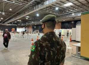 Militares do 23º Batalhão de Infantaria na Central de Vacinação