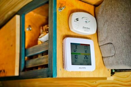 AcuRite 01094M Temperature & Humidity Station (2)