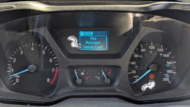 Ford-TPMS-Tire-Pressure-Sensor-Fault-(1200px-arrow)