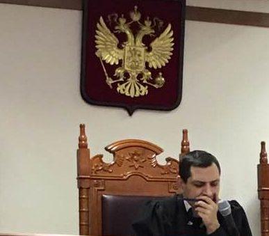 Свердловский областной суд: штрафовать за парковку на газонах незаконно.