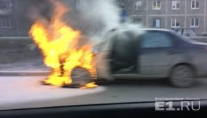 Дорожное видео недели: дрифт водителя маршрутки, полёт пешехода и спасение из горящего авто
