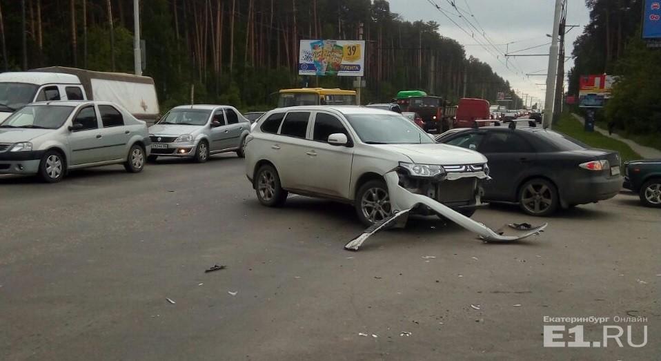 Дорожное видео недели: трусливый Opel на встречке, «бараны» на перекрёстке и самодельный кабриолет
