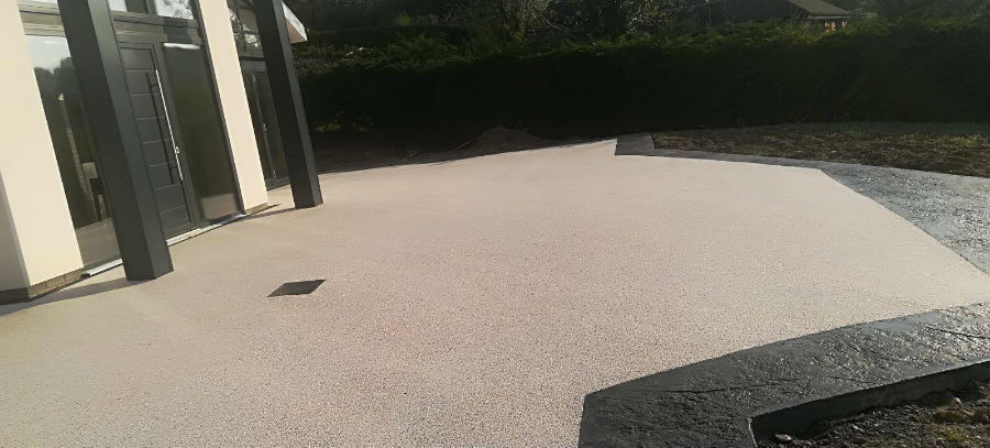 Two tone Resin Patio light resin with black imprinted concrete border