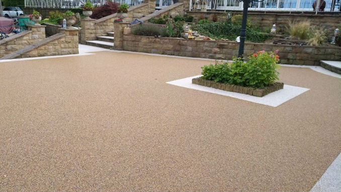 Resin Driveway with Light Edging