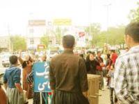 گرداندن یک شهروند مریوانی با لباس زنانه در سطح شهر مریوان و اعتراض انجمن زنان