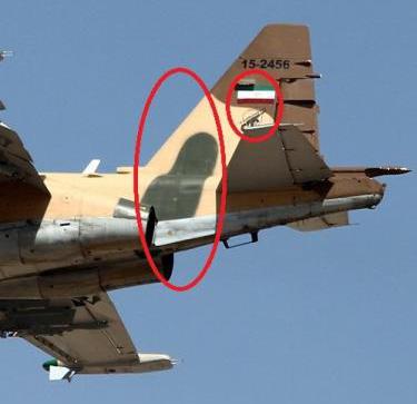 در این تصویر هواپیمای نظامی سخوی 25 متعلق به سپاه پاسداران و با آرم و پرچم نشان داده شده است