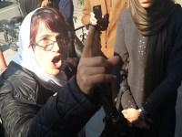 درگیری نسرین ستوده با نیروهای امنیتی رژیم در مقابل کانون وکلا