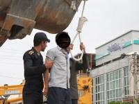 ادامه اعدامها در استانه نوروز – اعدام دو زندانی در ملاء عام در جیرفت – تصویر