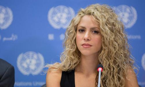 فیلم - اجرای ترانه زیبای «تصور کن» توسط خواننده مشهور شکیرا در سالن نشست سازمان ملل