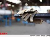 کارگران به ریال کار و به دلار خرج میکنند