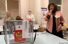 روسیه: به بسیاری از صندوقهای اخذ رأی، برگههای از پیش نوشته شده تحویل داده