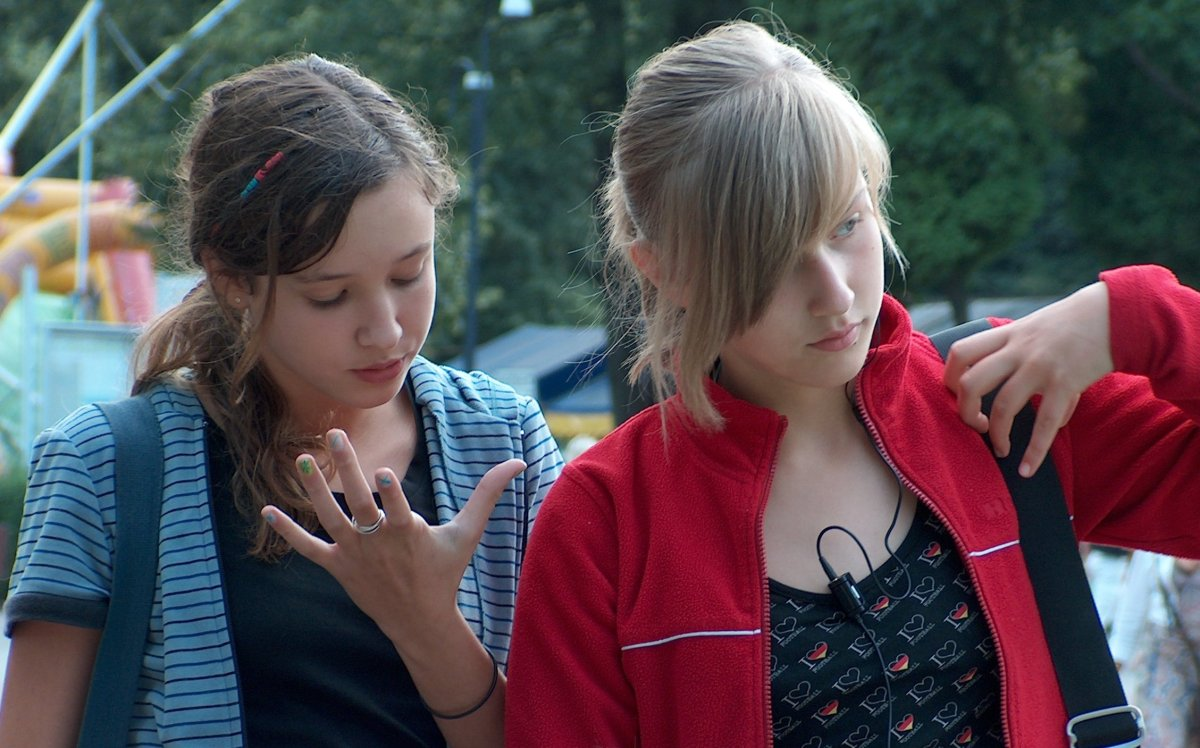 A photo of two teenage Polish girls. By Paterm (Own work) [GFDL (http://www.gnu.org/copyleft/fdl.html) or CC BY-SA 4.0-3.0-2.5-2.0-1.0 (http://creativecommons.org/licenses/by-sa/4.0-3.0-2.5-2.0-1.0)], via Wikimedia Commons.