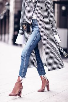 Coolest women denim trends idea (28)