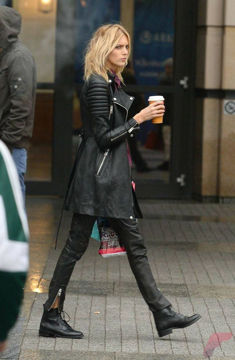 Black leather jacket outfit 11