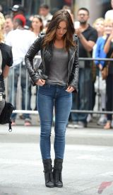 Black leather jacket outfit 32